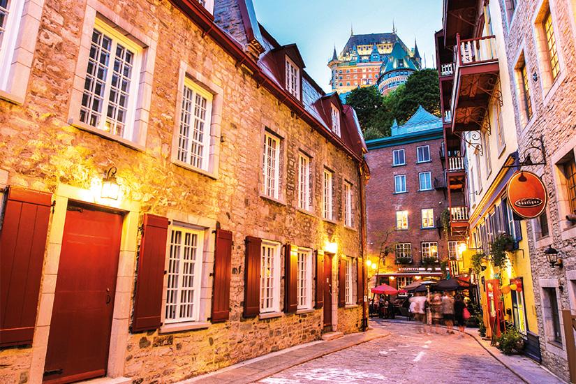 image 1 Ruelle dans le Vieux Quebec 10 it 175539151