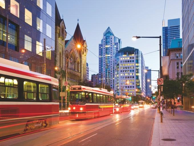 image Canada toronto nuit tram