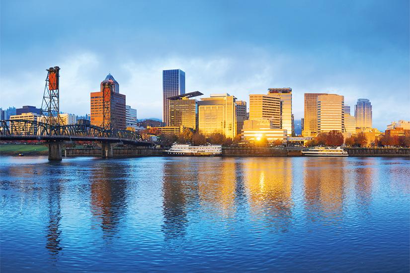 (image) image Eau tranquille paysage urbain et l horizon de Portland au lever du soleil 62 it 530824824